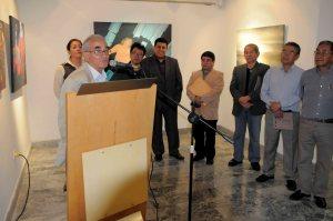 Eduardo Mezquida agradeciendo  a os presentes por asistir a la inauguracion de la muestra