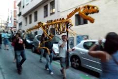 """Como suele hacerse con el entierro de la sardina se ha realizado una procesión clausurando la exposición """"CODEX""""."""